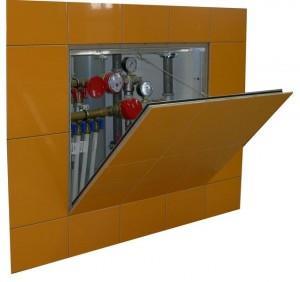 Сантехнический лючок позволяет скрыть краны и монтажные узлы