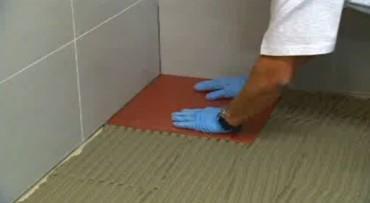 перчатки для работы с плиткой при укладке на пол