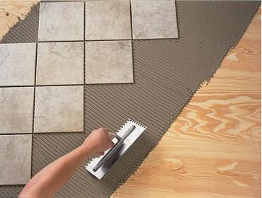 шпатель для нанесения клея для укладки плитки на пол