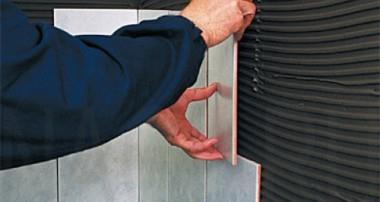 Как правильно укладывать и клеить плитку в ванной на стены: раскладка своими руками
