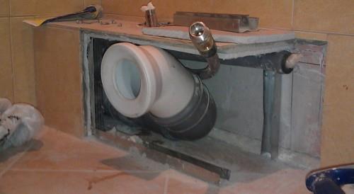 короб для труб по периметру туалета