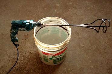 Использование электродрели со специальной насадкой