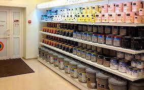 Прилавок с красками для потолка