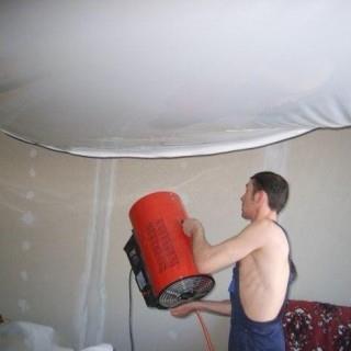Как делают монтаж натяжных потолков