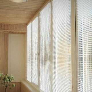 Совет мастера: выбираем лучший вариант жалюзи для балкона (лоджии)