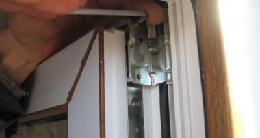 Как отрегулировать пластиковую балконную дверь из ПВХ правильно?