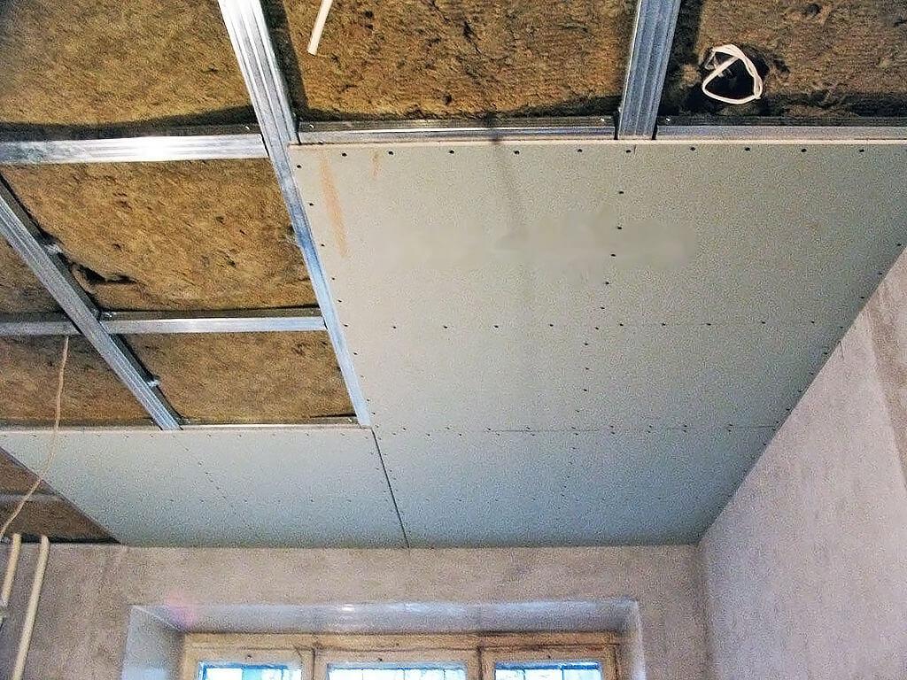 Подвесной потолок с каркасом из шумоизоляционных плит