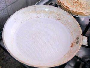 керамическая сковорода с нагаром