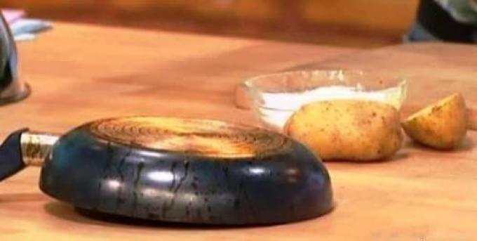 тефлоновая сковарода с нагаром